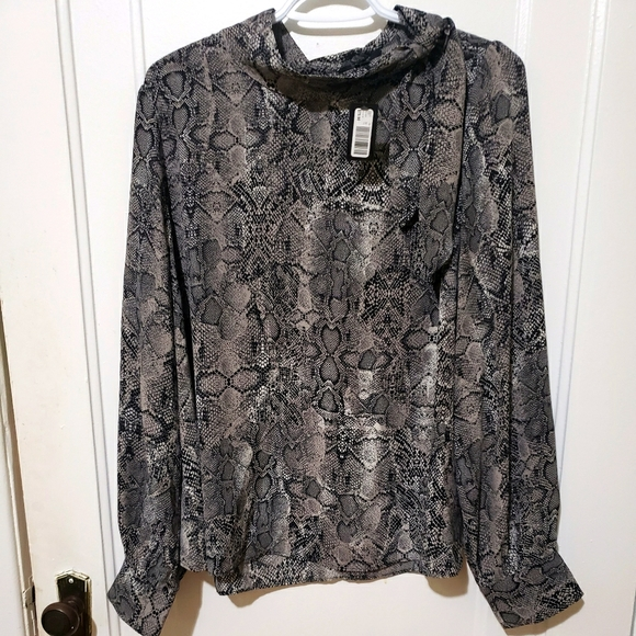 Rw&Co mock neck side tie snakeskin blouse NWT